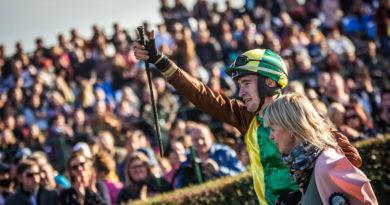 Předpoklady se naplnily, Velkou pardubickou na závodišti sledovalo 15 tisíc lidí…